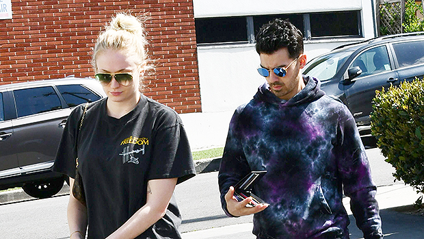 Sophie Turner Walks Dog With Joe Jonas In Baggy T-Shirt & Leggings After Pregnancy Reports — Pic