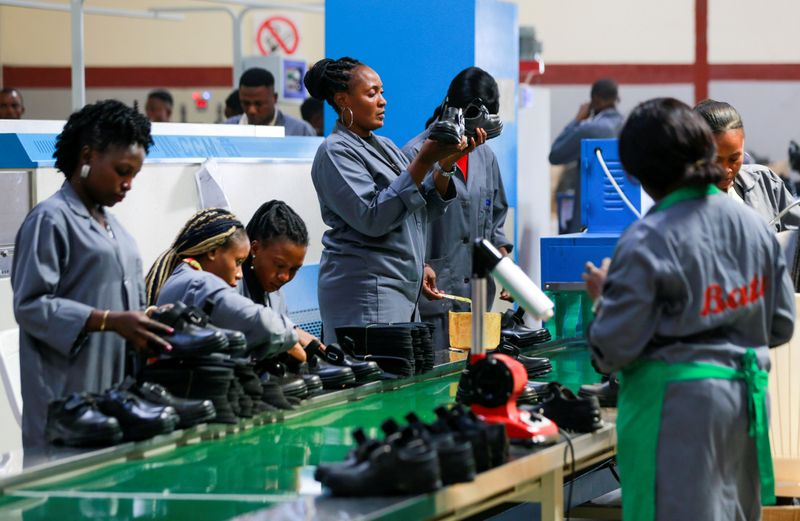 Nigerian shoemakers tap national pride, nostalgia to spur local industry