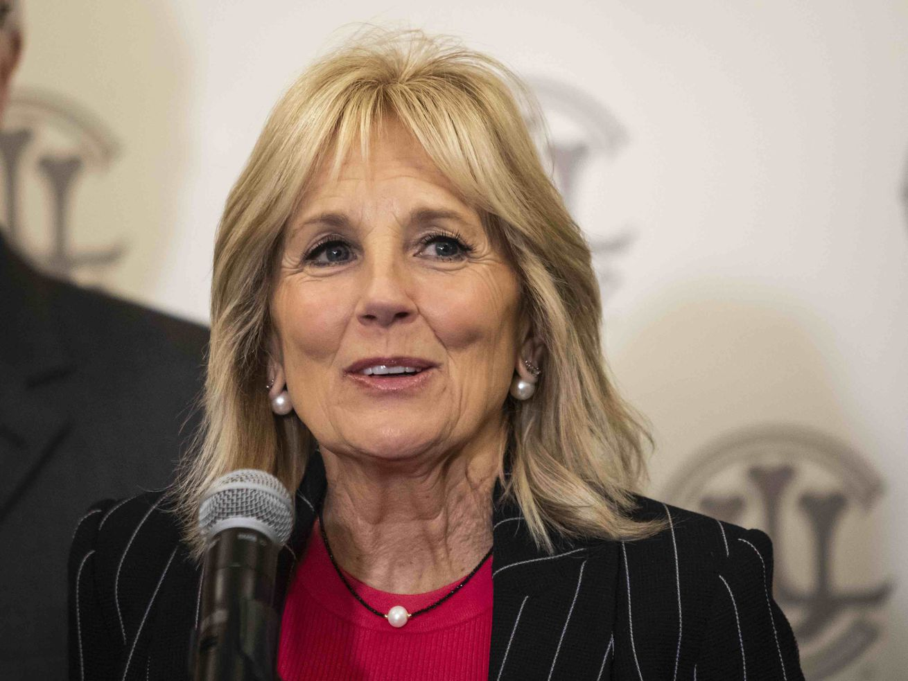 Jill Biden hits suburban Chicago for fundraiser: 'We have the momentum'