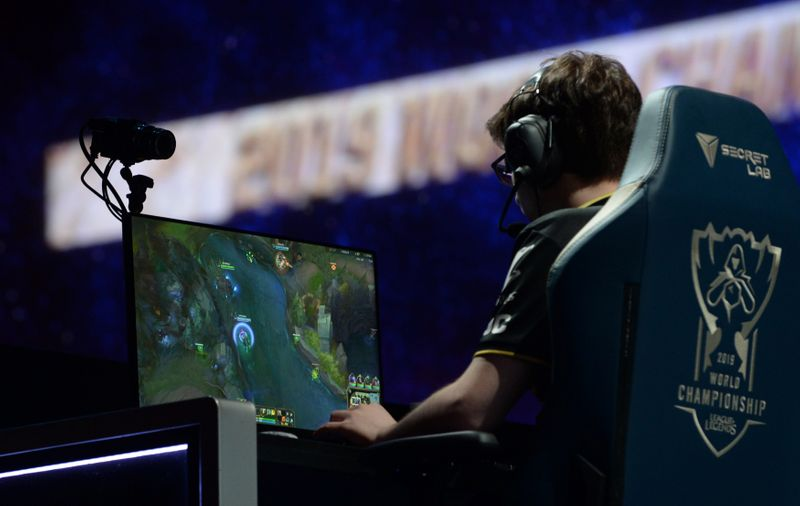 Virtual world races to fill sporting void left by virus