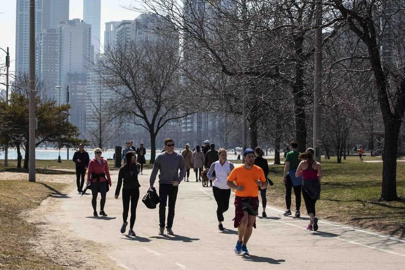 Hundreds enjoyed warm weather on the Lakefront Trail near Oak Street Beach Wednesday afternoon, but those crowds prompted a total shutdown on Thursday.