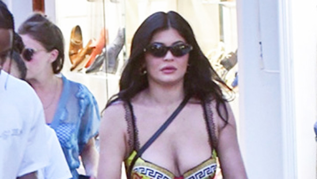Kylie Jenner Shows Off Her Abs & New Honey-Colored Hair In Sexy Bikini Pics From Vacation