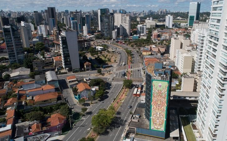 Brazil growth, inflation, rates outlook sink to new lows: central bank survey