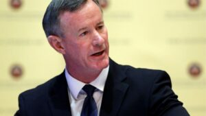 War hero McRaven tells MIT grads they're the 'real heroes'