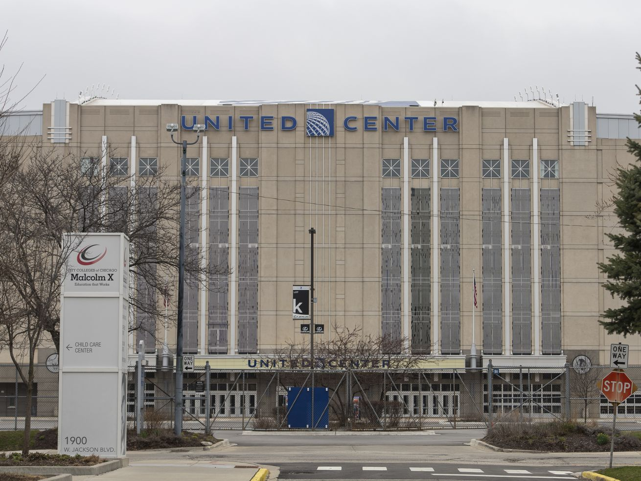 Chicago as an NHL playoffs hub? Evaluating the city's chance to host hockey this summer