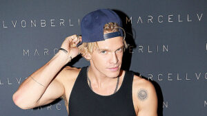 Cody Simpson Looks Hotter Than Ever With Bulging Muscles & New Shaved Head — Pic