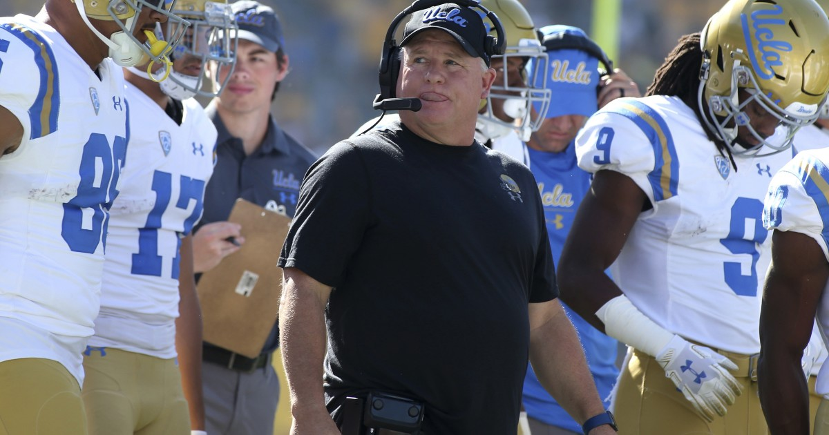 Former UCLA players criticize coach Chip Kelly's treatment of African Americans