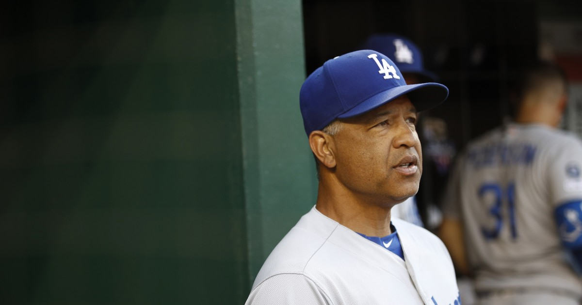Dodgers' Dave Roberts says country's leaders need to start listening