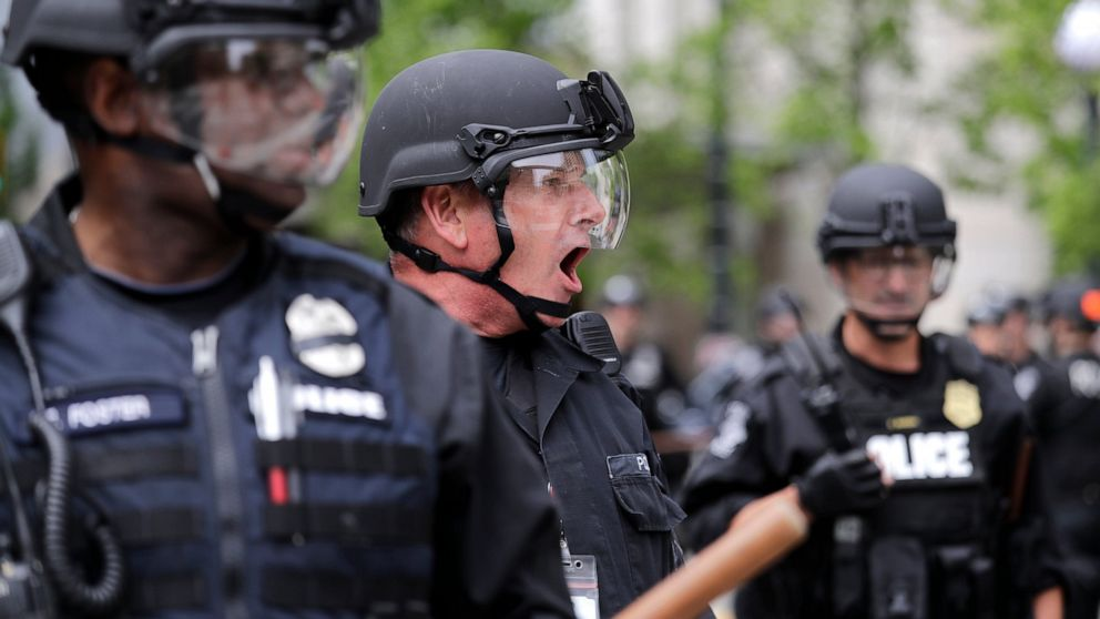 Seattle mayor to ban tear gas for next 30 days amid protests