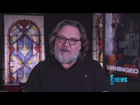 """Russell Crowe Says Filming """"Gladiator"""" Was """"Actually Chaos"""""""