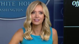 McEnany reads list of fallen police officers during White House briefing