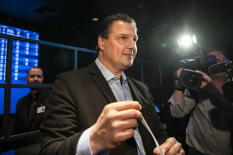 Blackhawks announcer Eddie Olczyk makes Illinois' first sportsbook wager and puts $100 down on his hometown White Sox to win the American League pennant March 9 at Rivers Casino.