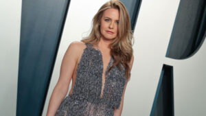 Alicia Silverstone Reveals She Still Takes Baths With Her Son Bear, 9, & Twitter Reacts