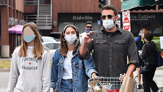 Ben Affleck's Girlfriend Ana & Daughter Violet, 14, Twin In Matching Outfits During Grocery Run