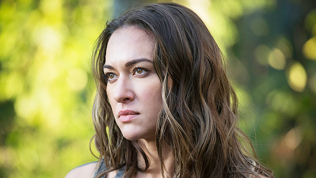 'The 100's Tasya Teles Reveals Echo Begins To 'Unravel' After Bellamy's 'Death' & More