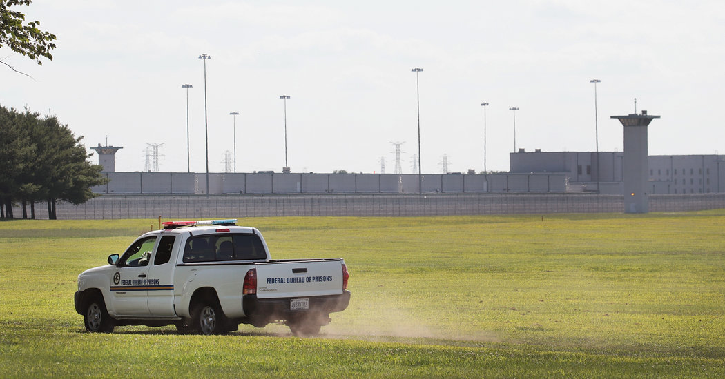 Judge Orders Delay of First Federal Execution in 17 Years