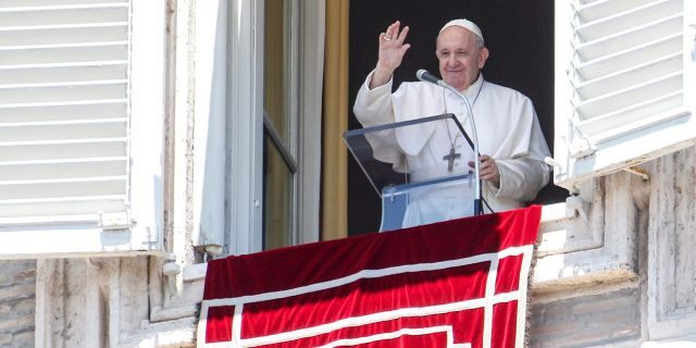 Vatican: In rare cases, lay faithful can lead marriage rite