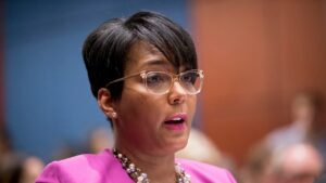 Atlanta mayor's ties to predecessor could damage VP chances