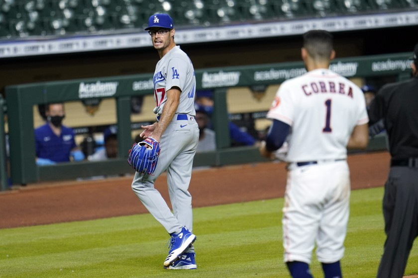 Plaschke: Joe Kelly finds his place in Dodgers lore by banging hard on trash-can Astros