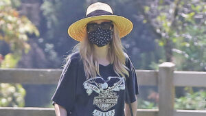 Emma Roberts Covers Up Her Baby Bump In Oversized T-Shirt During 4th Of July Weekend Outing — Pic