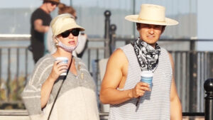 Pregnant Katy Perry Takes Her Bump Out With Orlando Bloom For Romantic Walk On Beach