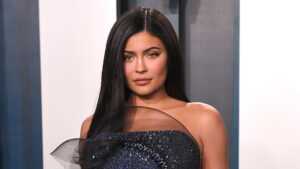 Kylie Jenner's Hair Makeover: She Debuts Long, Gorgeous Brown Locks That Fans Are In Love With