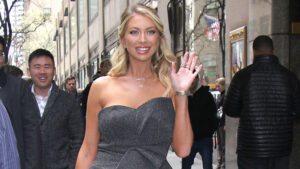 Pregnant Stassi Schroeder Shows Off Her Bare Baby Bump For The Very 1st Time In Gorgeous Mirror Selfie