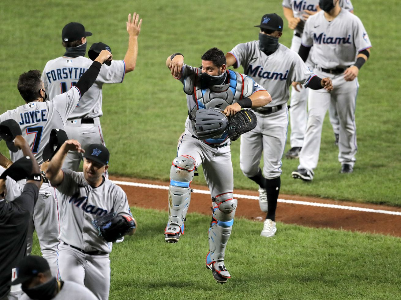 Marlins resume season and win with 18 new players