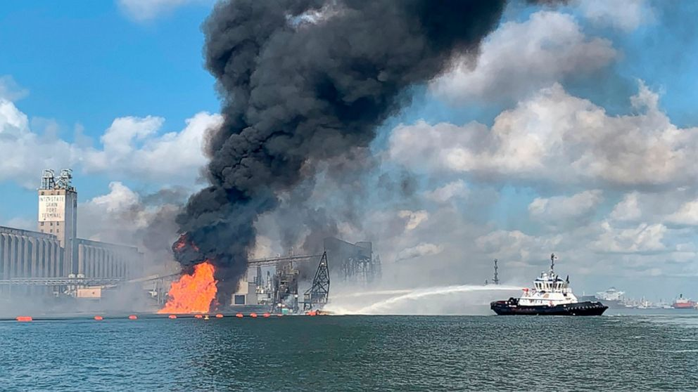 2 bodies found, 2 missing after explosion in Texas port