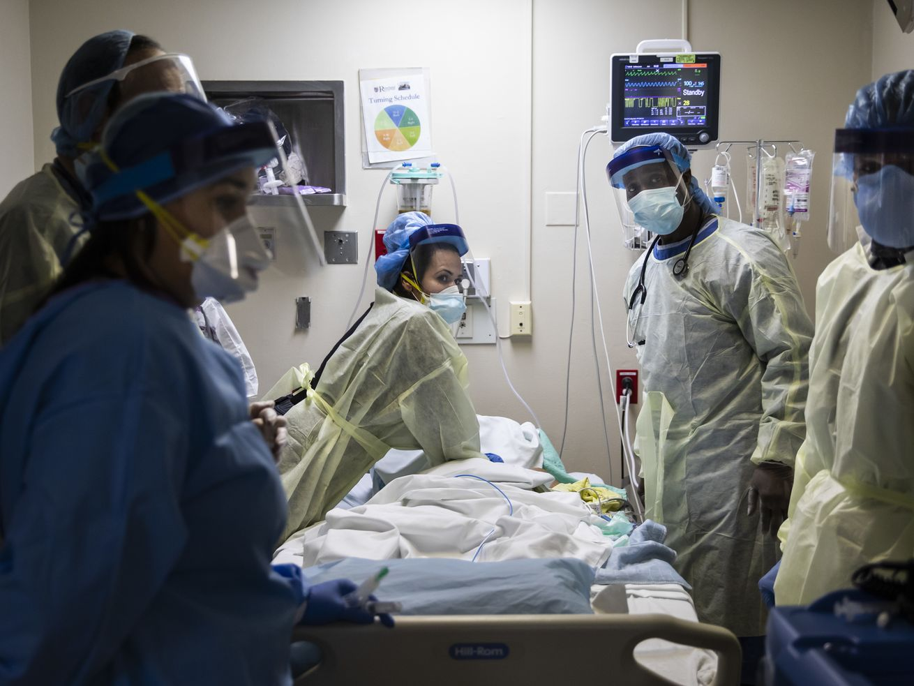 Death toll expected to spike following Illinois' rise in coronavirus cases: 'We're heading for another surge'