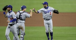 Chris Taylor's money throw in the ninth secures Dodgers win