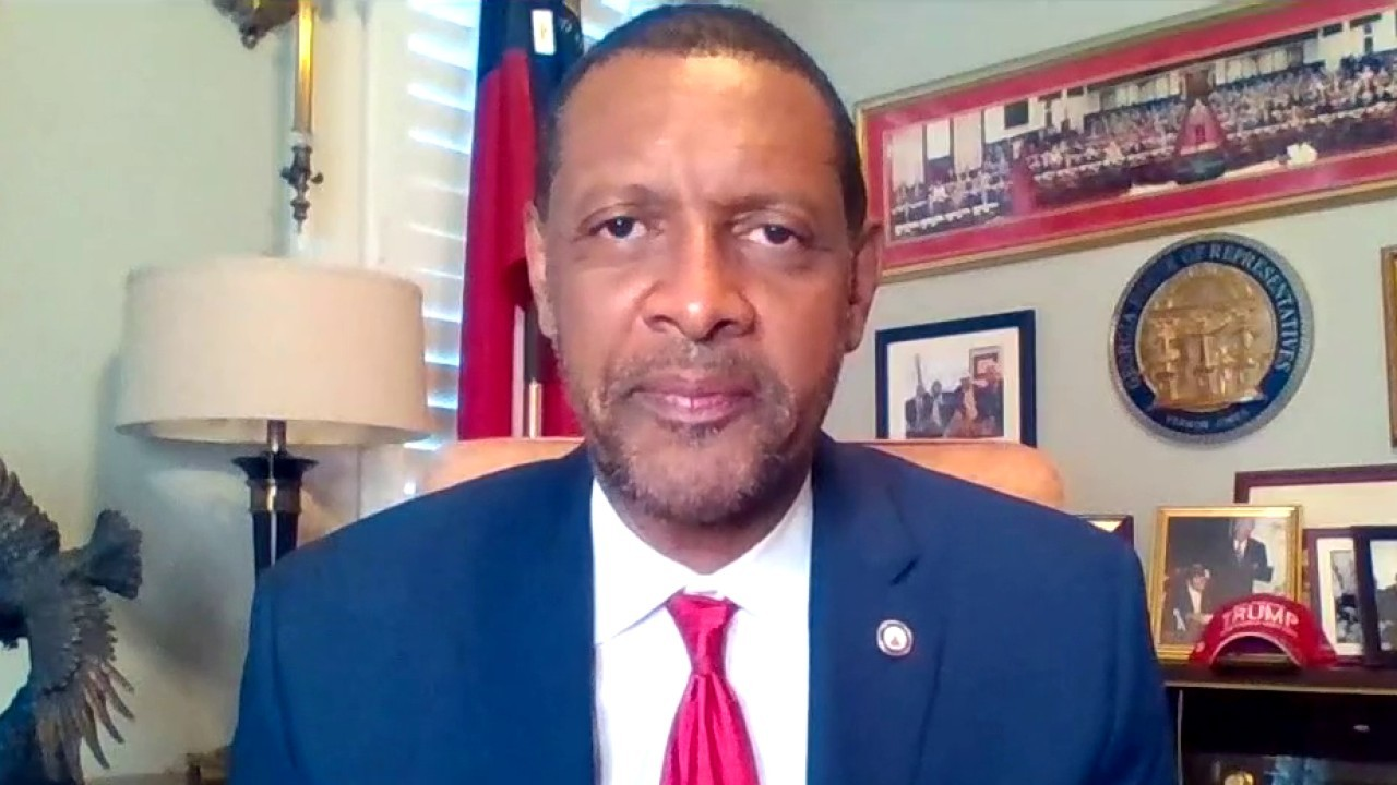 Pro-Trump Dem Vernon Jones calls for congressional investigations after being hounded by 'mob' in DC
