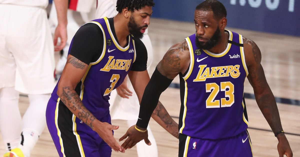 LeBron James' monster game powers Lakers past Trail Blazers for 2-1 series lead