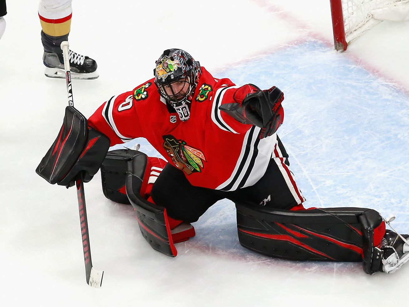 Corey Crawford heroically carries Blackhawks to Game 4 win, staving off elimination