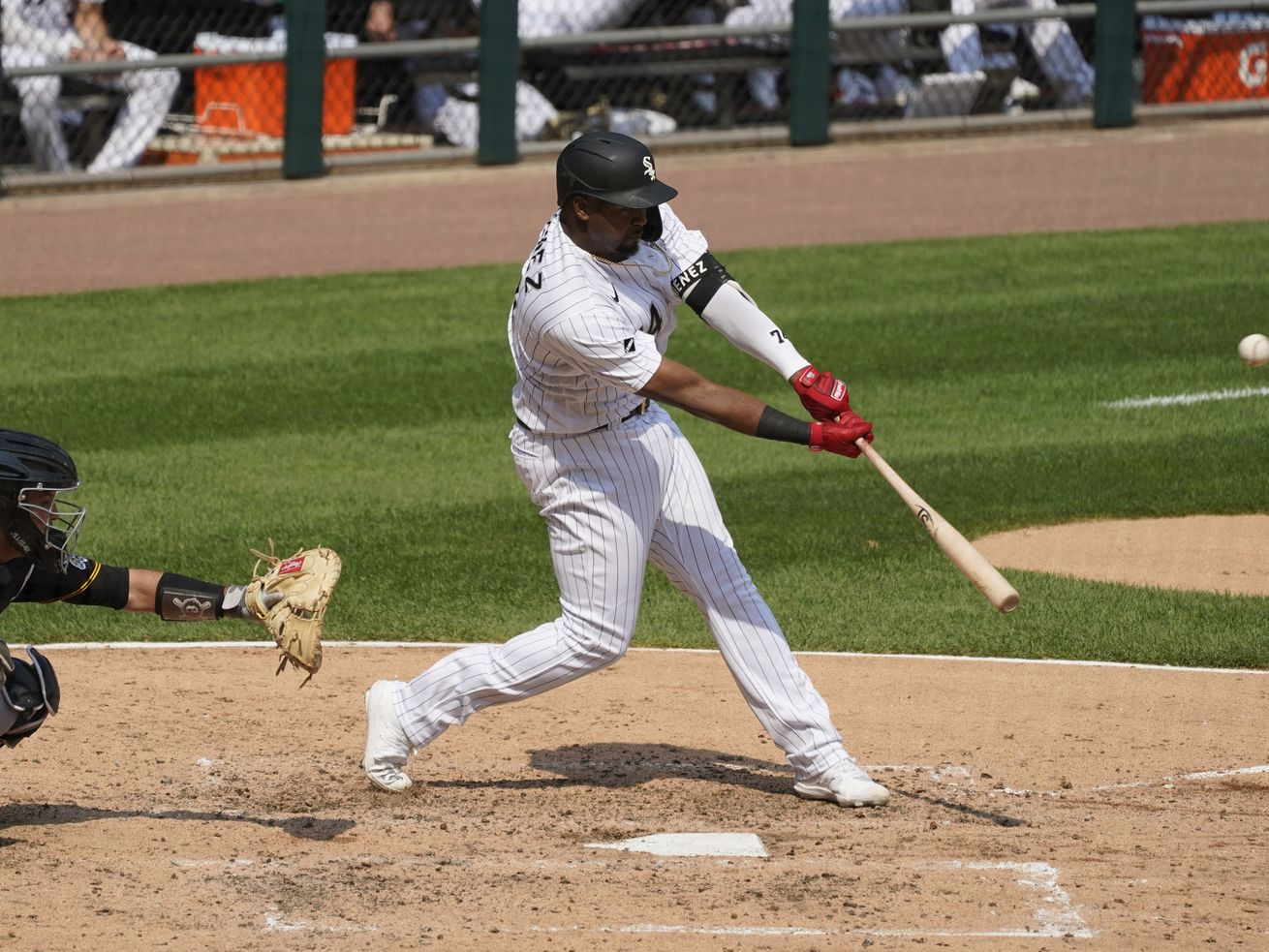 White Sox keep rolling, clobber Pirates 10-3 for ninth win in 10 games