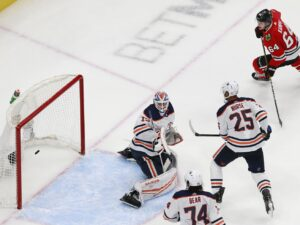 Point shots through traffic creating steady stream of 'dirty goals' for Blackhawks