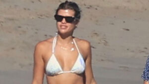 Sofia Richie Stuns In Bikini Top & Low-Rise Jeans During Beach Outing With Pals — Pics