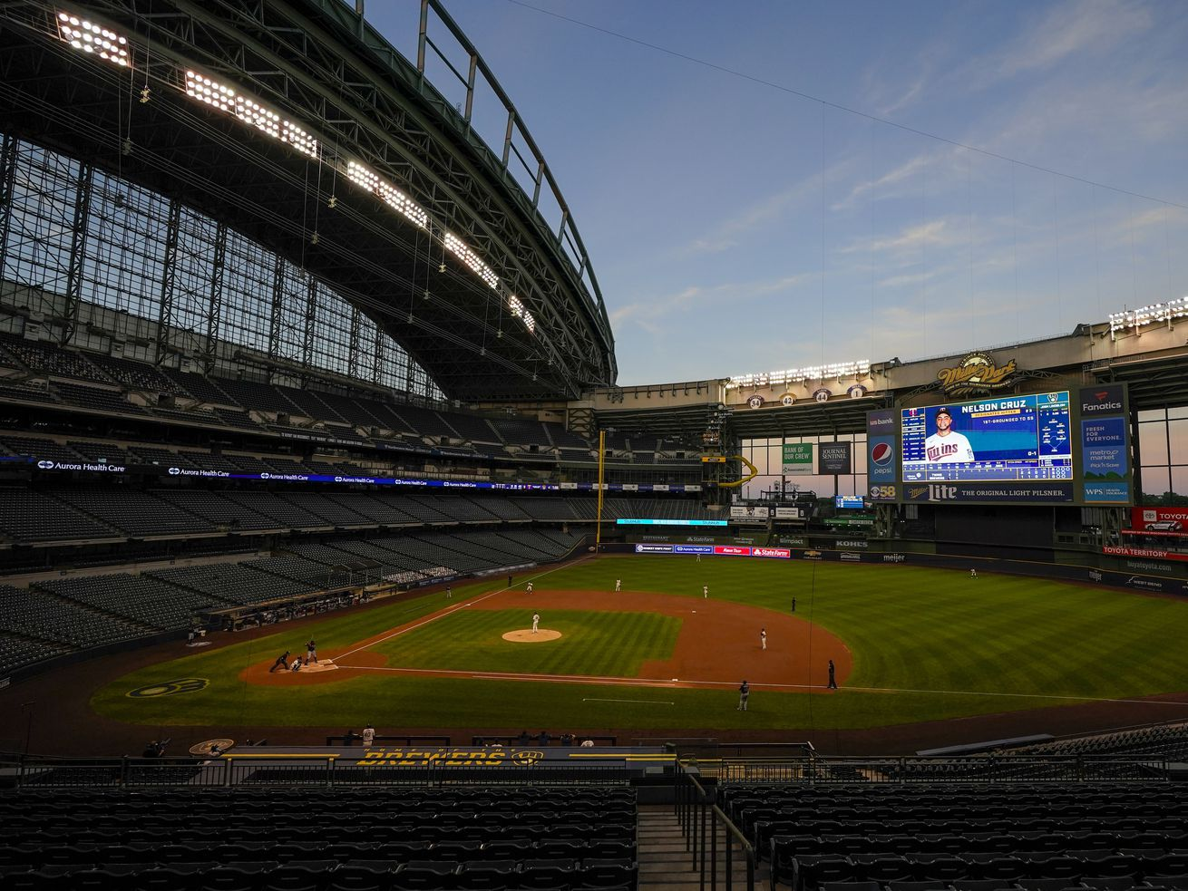 Brewers, in solidarity with Bucks, will not play Wednesday vs. Reds to protest police shooting of Jacob Blake