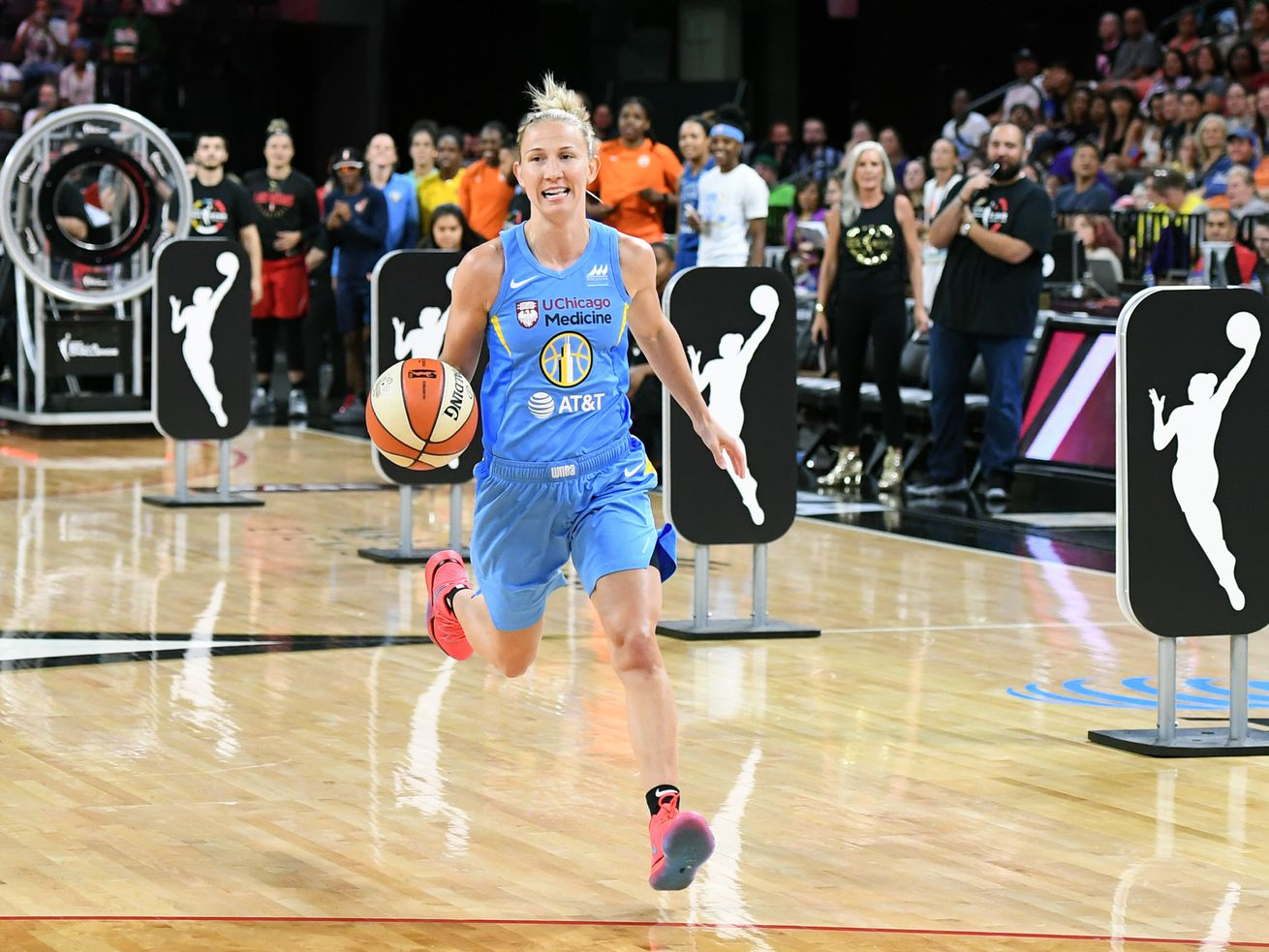 Courtney Vandersloot sets WNBA record with 18 assists in Sky's victory