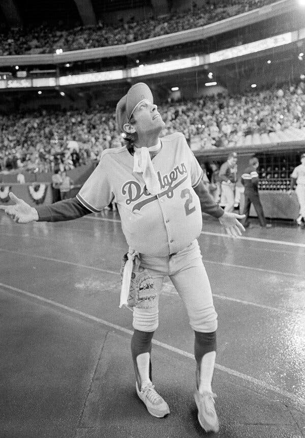 Jay Johnstone, Major League Outfielder and Prankster, Dies at 74