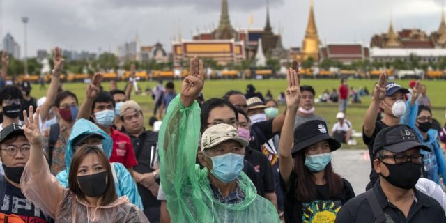 Thailand protesters demand limits to king's power, install 'People's Plaque' near Bangkok palace