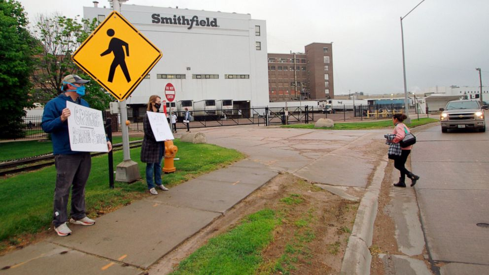 Smithfield Foods pork plant faces OSHA fine from outbreak
