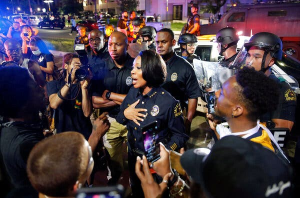 Black Police Chiefs, Feeling Squeezed, Face Criticism on All Sides