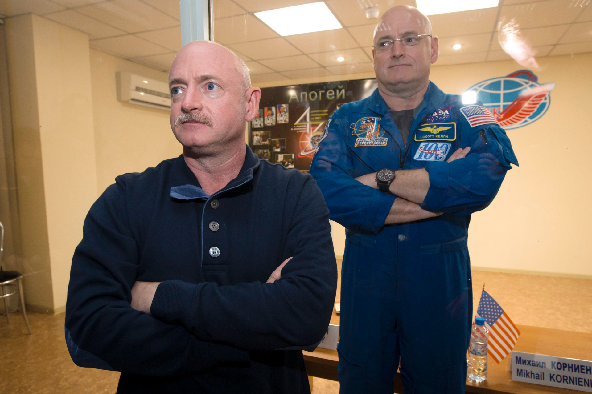 Dem Senate candidate Mark Kelly apologizes for offensive joke about brother