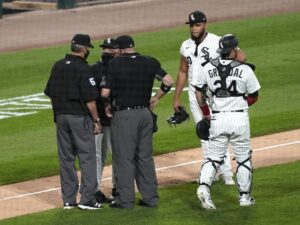 Three White Sox ejected after Jimmy Cordero hits Cubs' Contreras with pitch