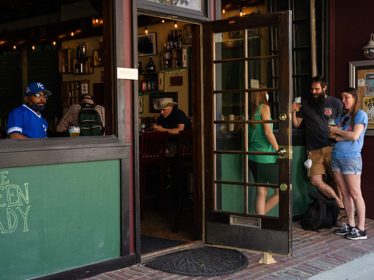 Chicago to ease capacity restrictions on restaurants, allow drinking inside bars