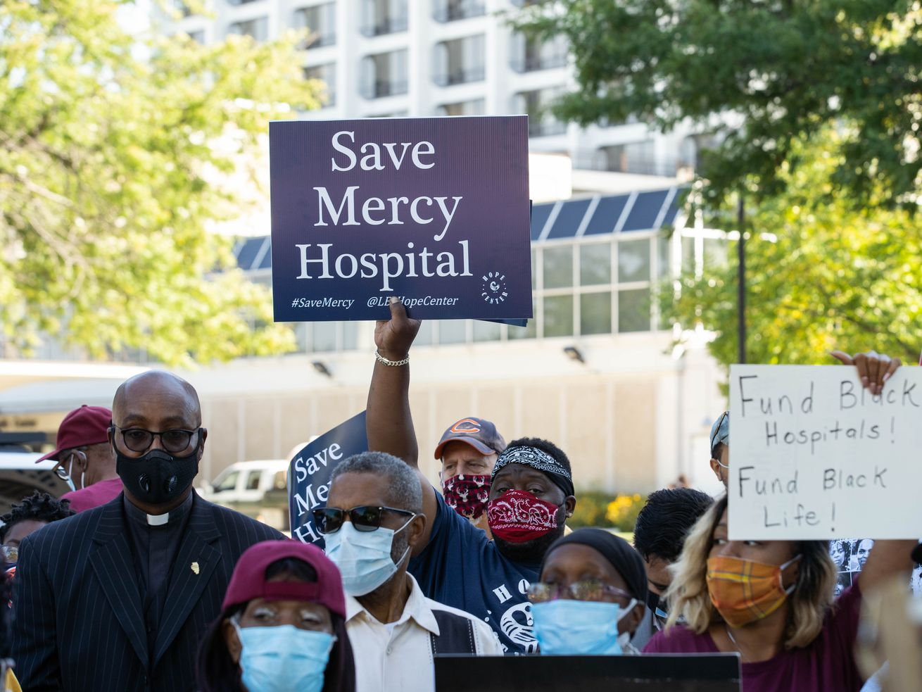 Activists call on Pritzker to create plan to keep Mercy Hospital open for South Side residents