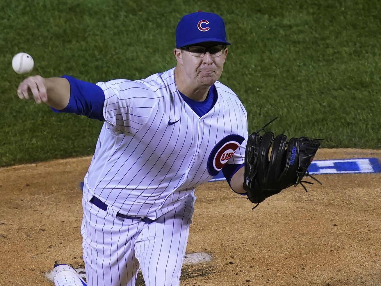 Alec Mills tosses six-shutout innings as Cubs defeat Reds