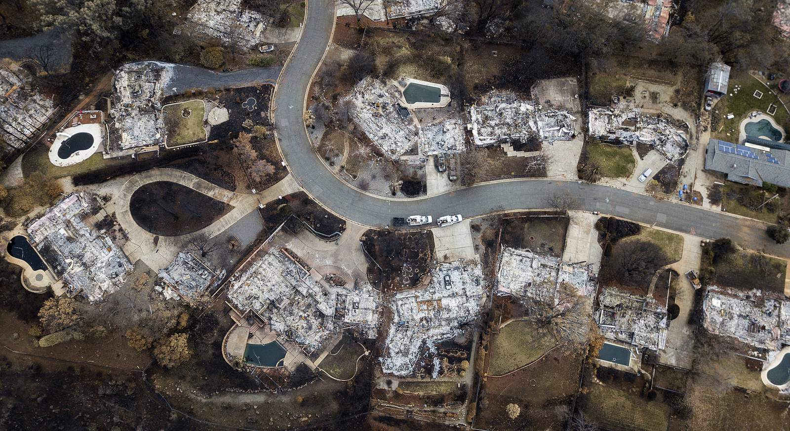 Amid smoke and ash, wildfire-scarred Paradise rebuilds