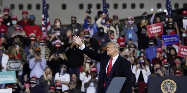 Trump rally crowd chants 'Fill that seat!' as Supreme Court choice looms